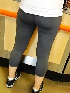 Hawt bulky butt nubiles in yoga pants!