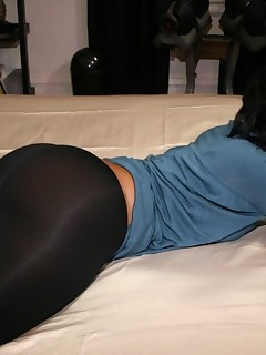 Large Darksome Ebon Ass in Yogapants !