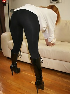 Biggest Black Ebon Ass in Yogapants !